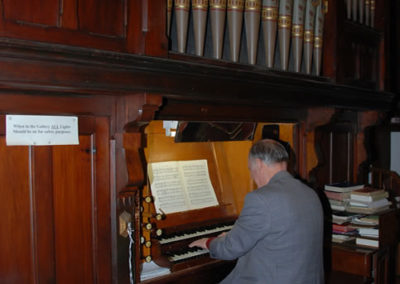 Playing the pipe organ